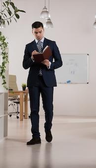 Portret zajęty biznesmen