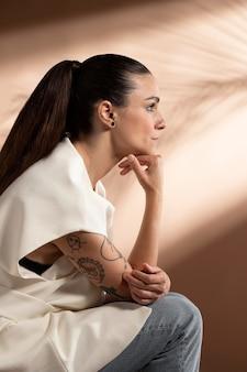 Portret zamyślonej kobiety