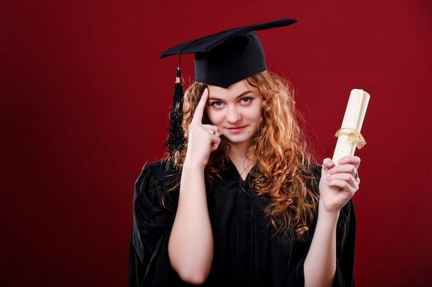 Portret zbliżenie. europejska piękna buźka ukończył student dziewczyna młoda kobieta w czapce