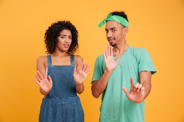 Portret zdegustowana młoda afrykańska para