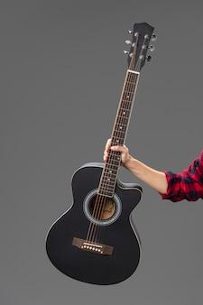 Portret żeński gitarzysta