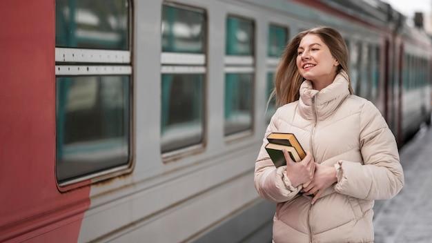Portret żeński uczeń z książkami