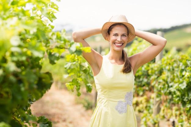 Portret żeński winiarz w kapeluszu