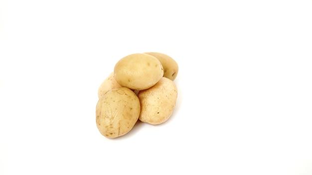 Portret ziemniaków na białym tle