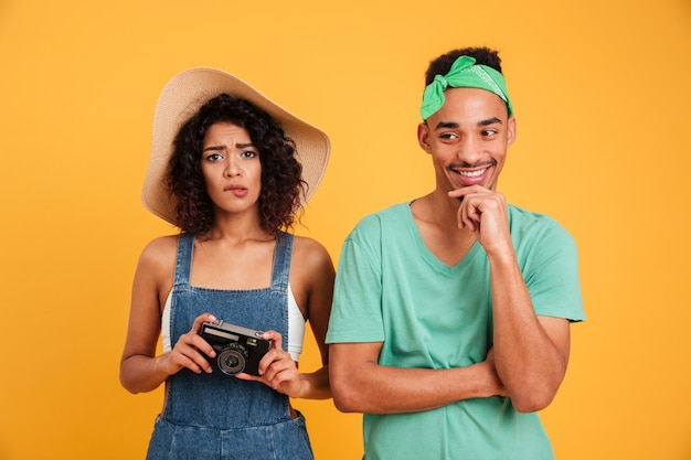 Portret zmieszana młoda afrykańska para