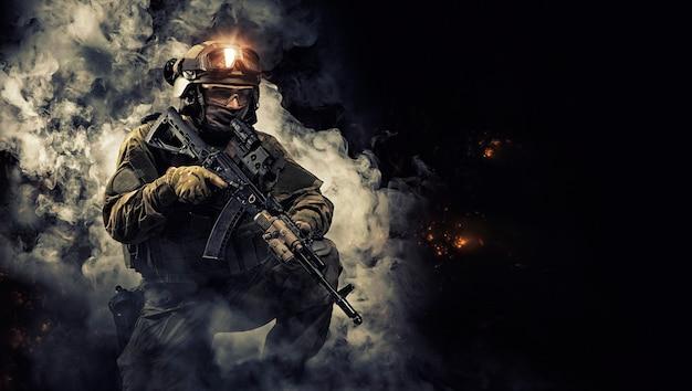 Portret żołnierza sił specjalnych. pojęcie jednostek wojskowych. gry komputerowe. różne środki przekazu