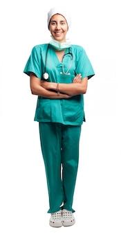 Portreta chirurg odizolowywający na białym tle