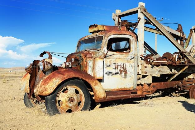 Porzucono starą ciężarówkę