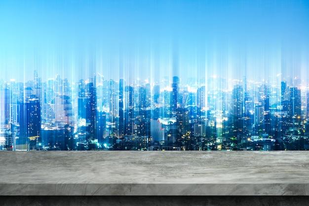 Posadzka cementowa i rozmyte tło miasta dla produktów wystawowych.