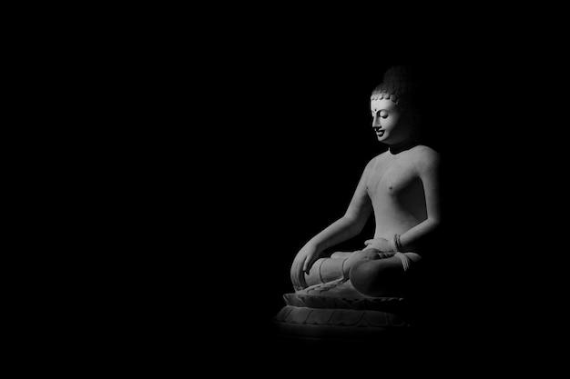 Posąg buddy w ciemności - światło i cień