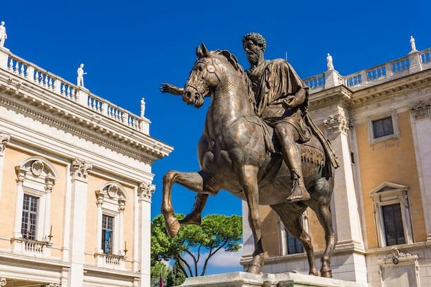 Posąg marka aureliusza na piazza del campidoglio w rzymie, italy