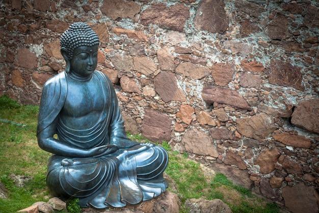 Posąg medytującego buddy wykonany z brązu. xix wiek, pozycja siedząca, użyteczna przestrzeń.