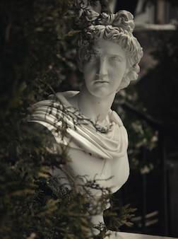Posąg ogrodowy w grecji