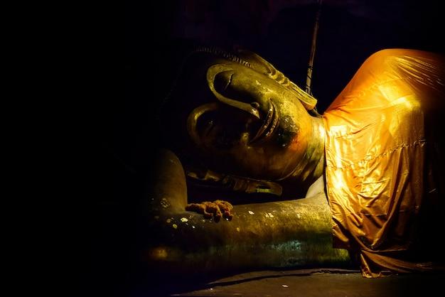 Posągi buddy: jaskinia khao luang