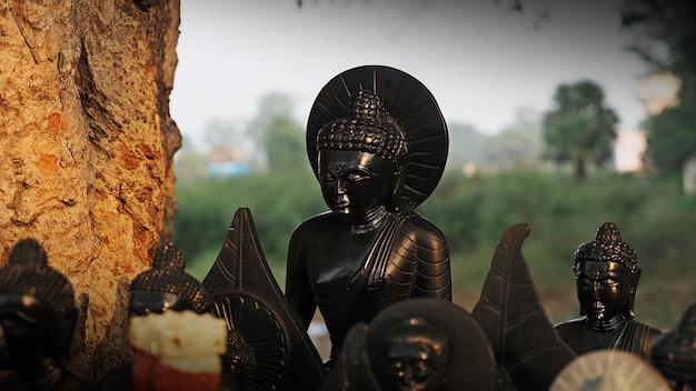 Posągi buddy na rynku