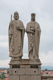 Posągi króla stefana i i królowej giseli
