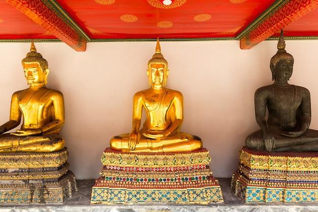 Posągi w świątyni wat po