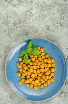 Posiłki wegetariańskie. gotowana ciecierzyca. zdjęcie studyjne.