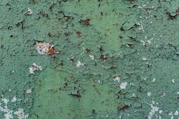 Postarzana nakładka z zardzewiałego, łuszczonego metalu. tło grunge.
