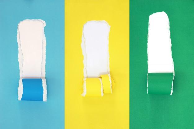 Poszarpany papierowy tło, kopiuje przestrzeń dla kreatywnie reklamowego teksta