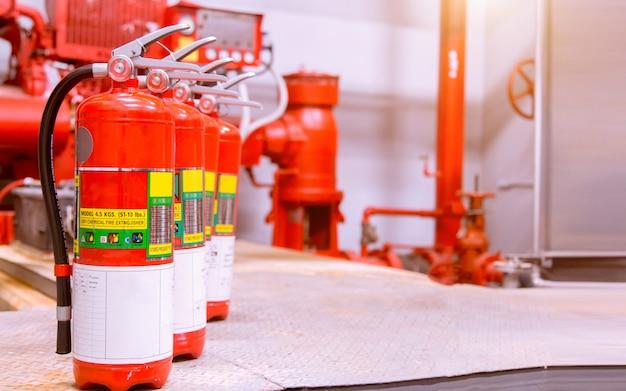 Potężny przemysłowy system gaśniczy.