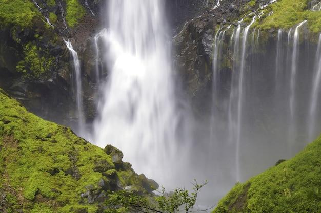 Potężny wodospad