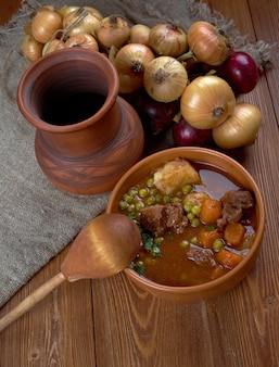 Potrawka wołowa francuskie mięso pokrojone na małe kawałki, duszone lub smażone