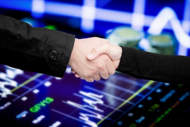 Potrząsanie dłonią dla koncepcji partnerstwa biznesowego