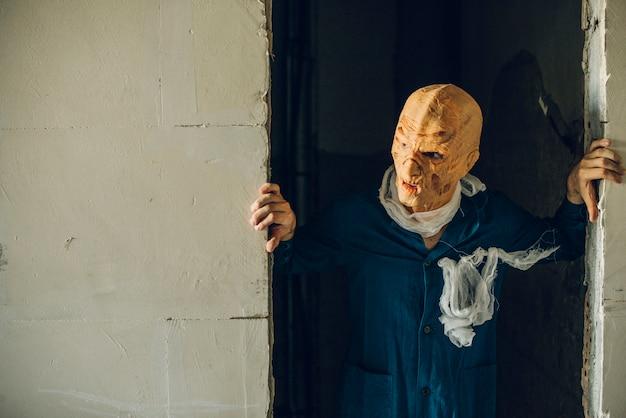 Potwór w drzwiach