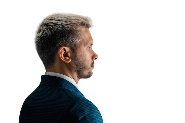 Poważny biznesmen w portret zbliżenie garnitur