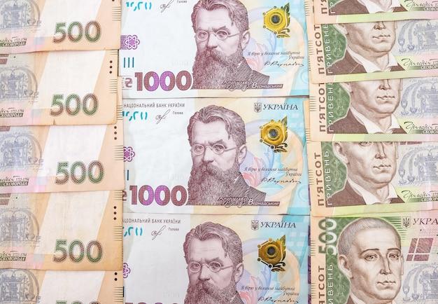 Powierzchnia finansowa w wysokości 1000 i 500 hrywien.