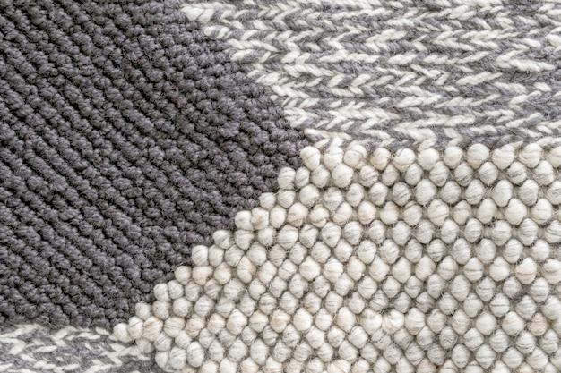 Powierzchnia i kolor dywanu