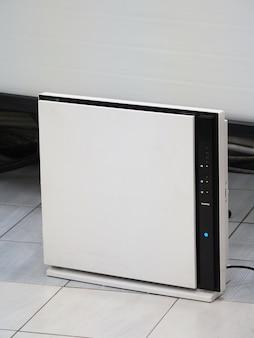 Powietrze terapeutyczne. urządzenie do oczyszczania powietrza w pokoju.