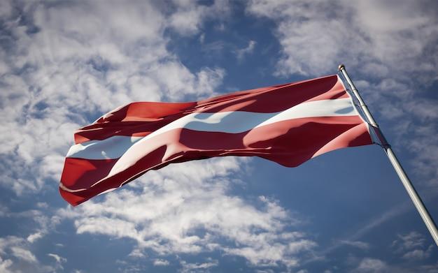 Powiewająca piękna flaga państwowa łotwy