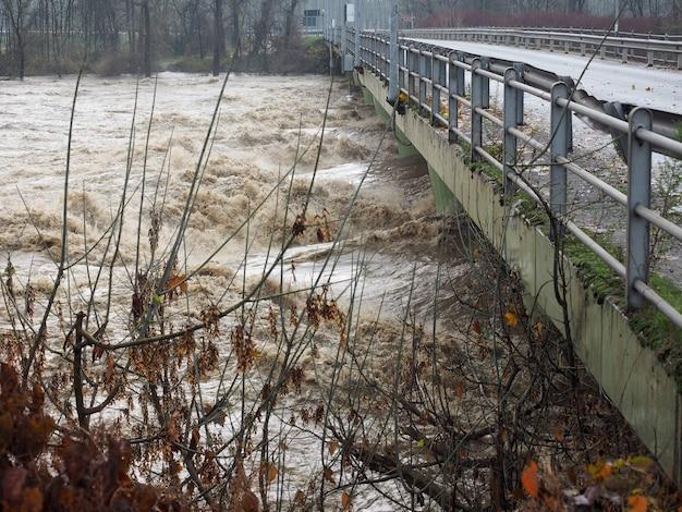 Powódź rzeki pad w turynie