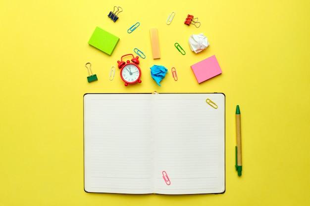 Powrót do koncepcji szkoły z notatnikiem i papeterią