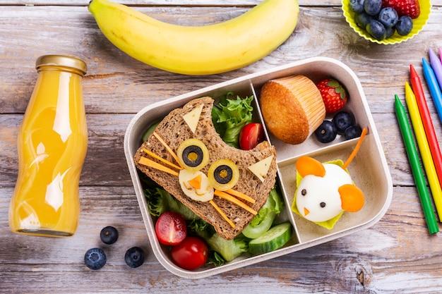 Powrót do szkolnego tła śniadaniowego
