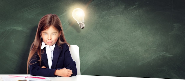 Powrót do szkoły! pojęcie edukacji, czytania i uczenia się.