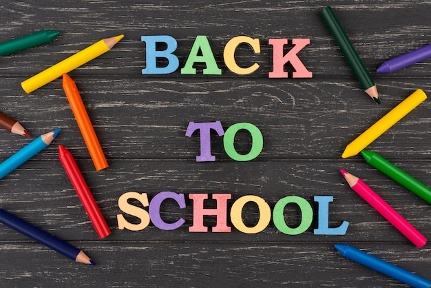 Powrót do szkoły z kolorowymi kredkami
