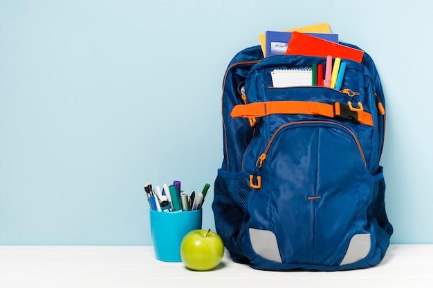 Powrót do widoku z przodu plecaka szkolnego