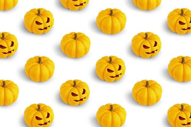 Powtarzalny wzór z dyniami halloween na białym tle renderowania 3d