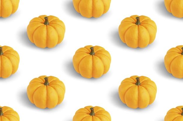 Powtarzalny wzór z pomarańczowymi dyniami na białym tle renderowania 3d