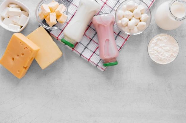 Powyżej widok asortymentu produktów mlecznych