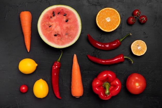 Powyżej widok pysznej aranżacji warzyw