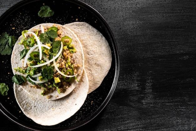 Powyżej widok pysznych wegetariańskich tacos