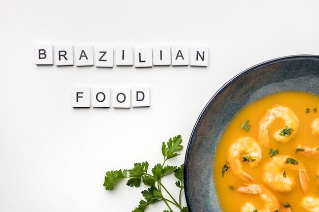 Powyżej widok smacznej zupy krewetkowej