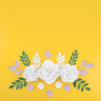 Powyżej widoku kompozycja kwiatowa z kopiowaniem miejsca