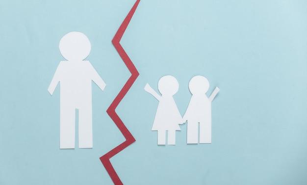 Pozbawienie praw rodzicielskich. podziel córkę z papieru, syna i ojca na różowo
