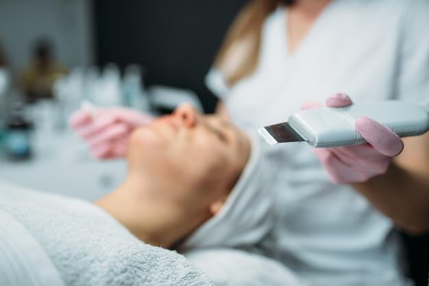 Pozbywanie się zmarszczek w klinice kosmetologii