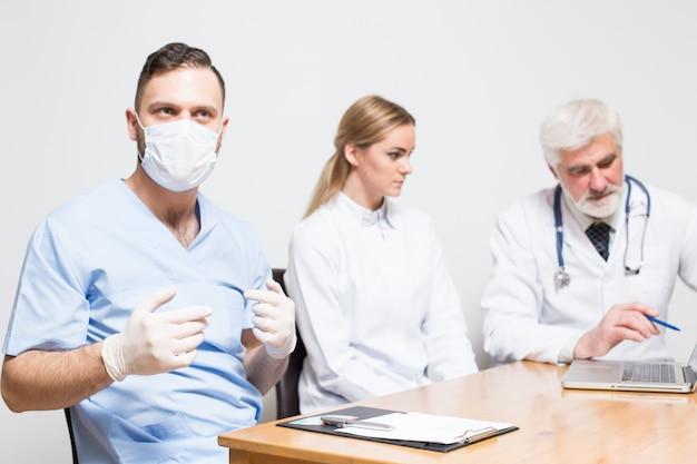 Poziome białe różne kobiety wycinanka chirurg
